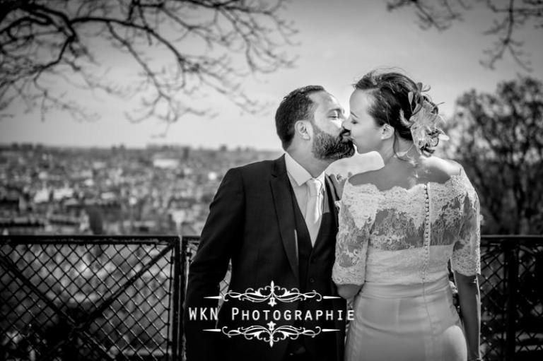 Photos de couple à Montmartre au pied du Sacre Coeur
