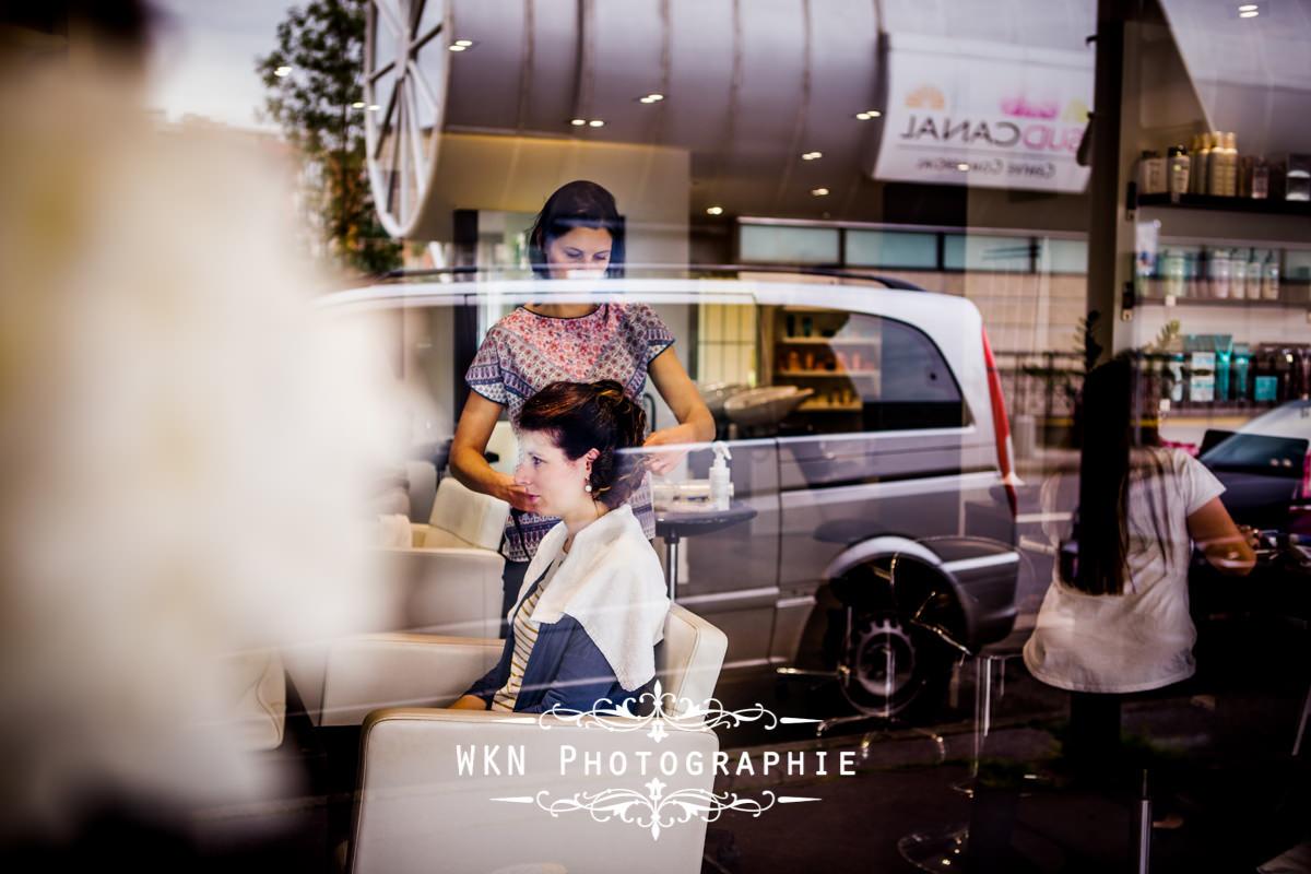 Photographe de mariage à Paris - les préparatifs de la mariée chez le coiffeur