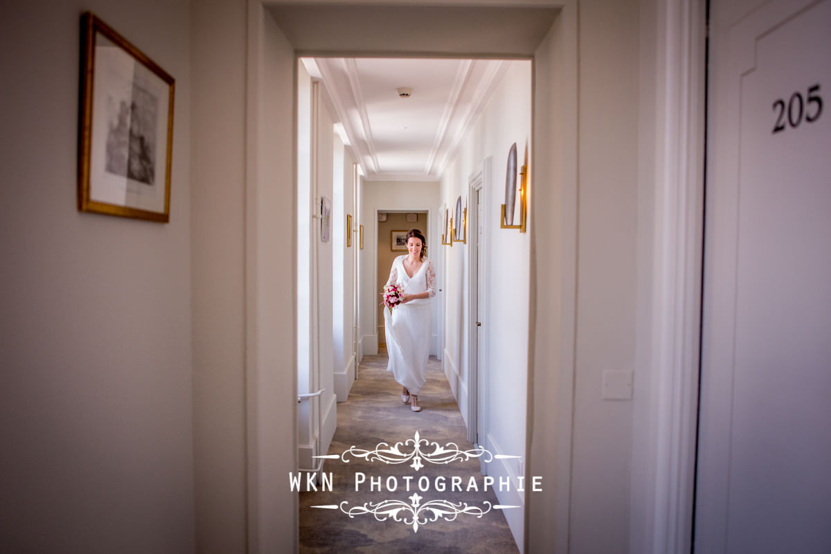 Photographe de mariage bourgogne - Preparatifs de la mariee au chateau de Saulon