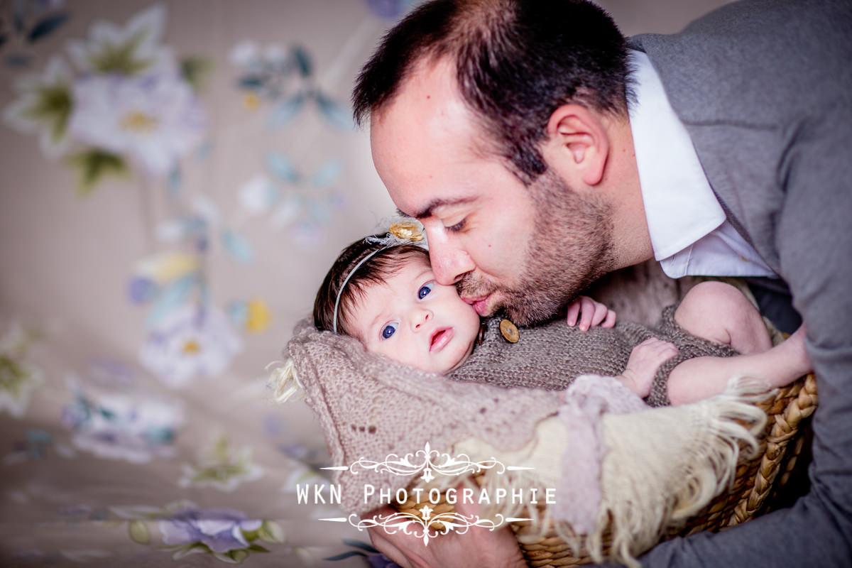 Photographe de nouveau-ne Paris - seance photo de naissance en studio a Paris