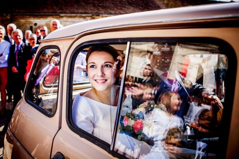 L'arrivee de la mariee, pleine d'emotions et de couleurs!